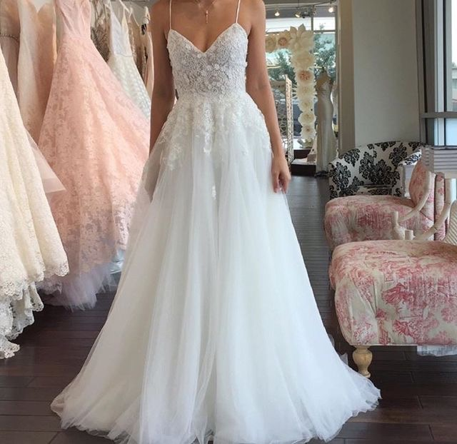 Sexy A-Line Spaghetti Straps White Wedding Dresses Bridal Gowns with Appliques Beach Wedding Dress