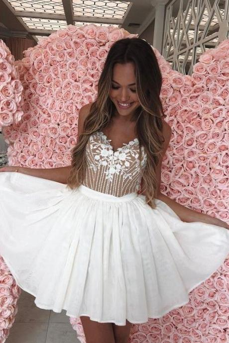 White Sweetheart Short Homecoming Dresses with Lace Appliques