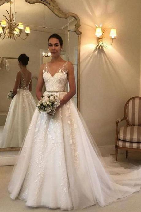 V Neck Sleeveless Wedding Dresses Bridal Gowns with Embroidery